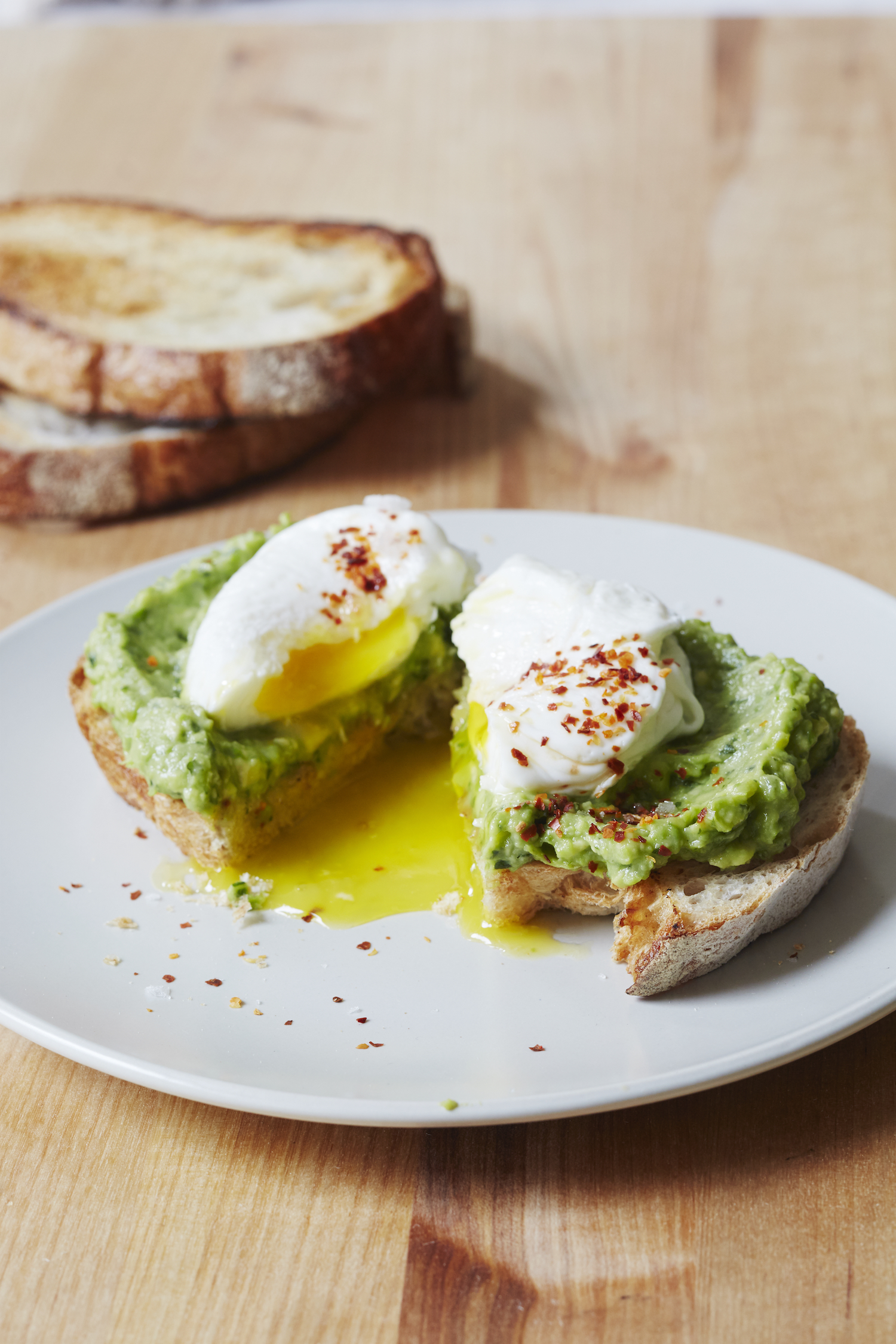 https://giadzy.com/posts/food/438561/sweet-pea-and-avocado-toast