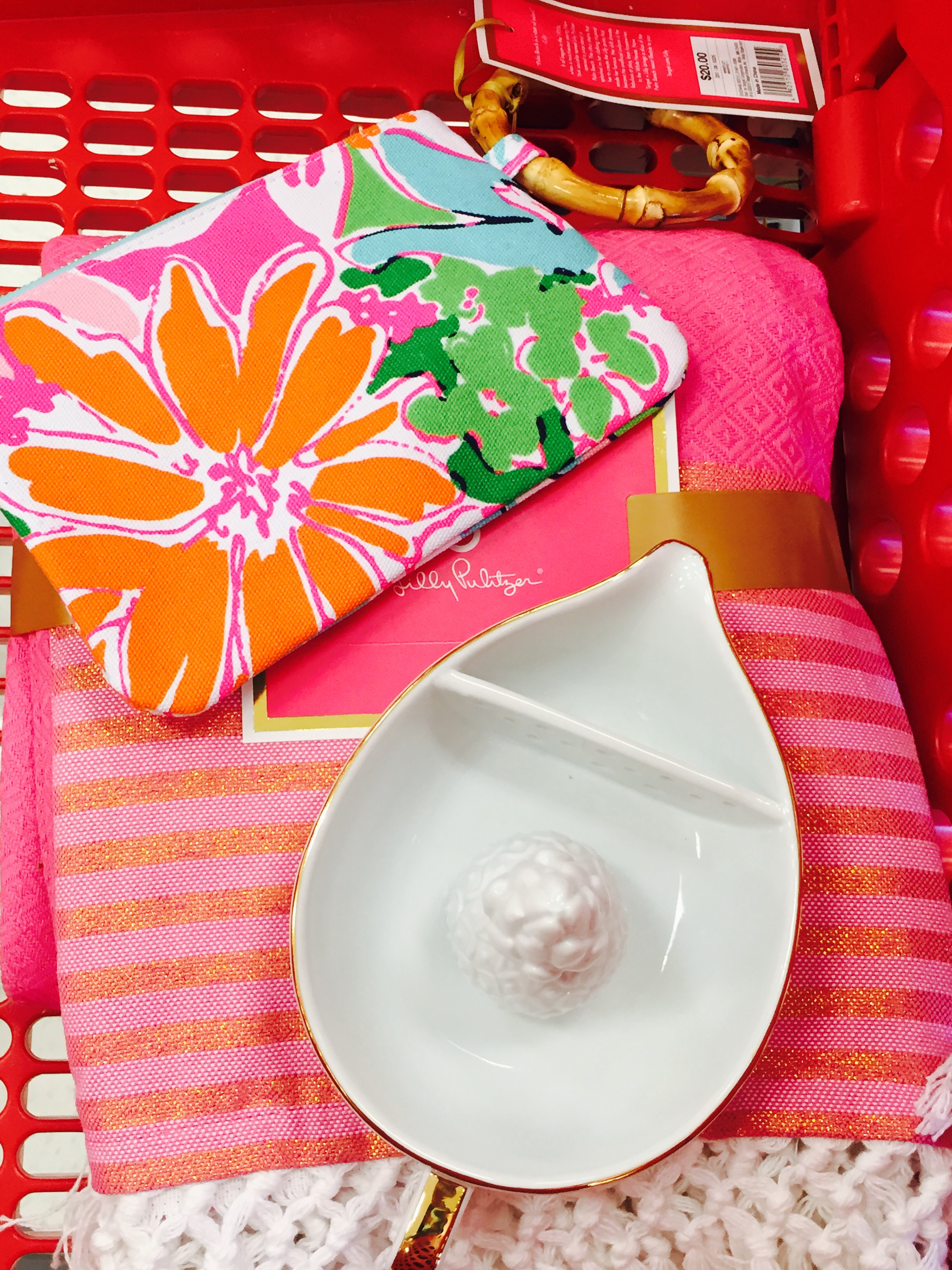 I managed to get three things: A ceramic juicer, a pink picnic blanket and a wristlet for my daughter. I'm contemplating listing my juicer on eBay with a Buy it Now price of a cool $3,000 USD ;)