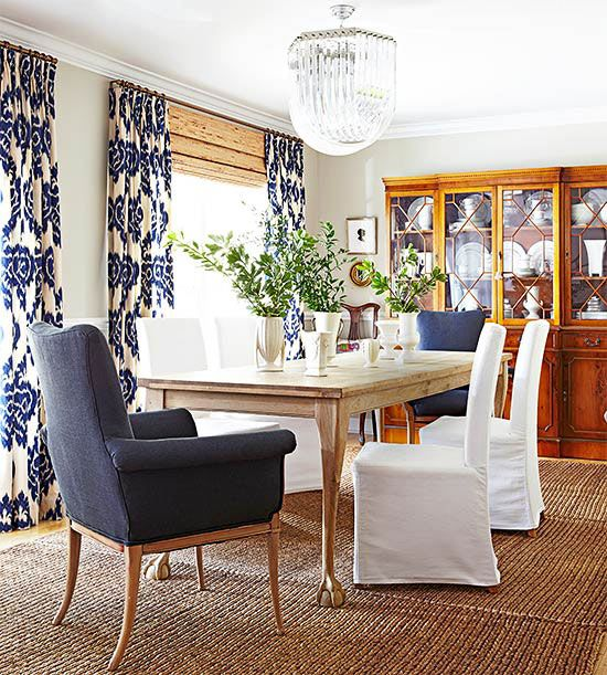 Blue and white paired withnatural woods, a sisal rug create a comfortable and casual dining area. Image via Better Homes and Gardens