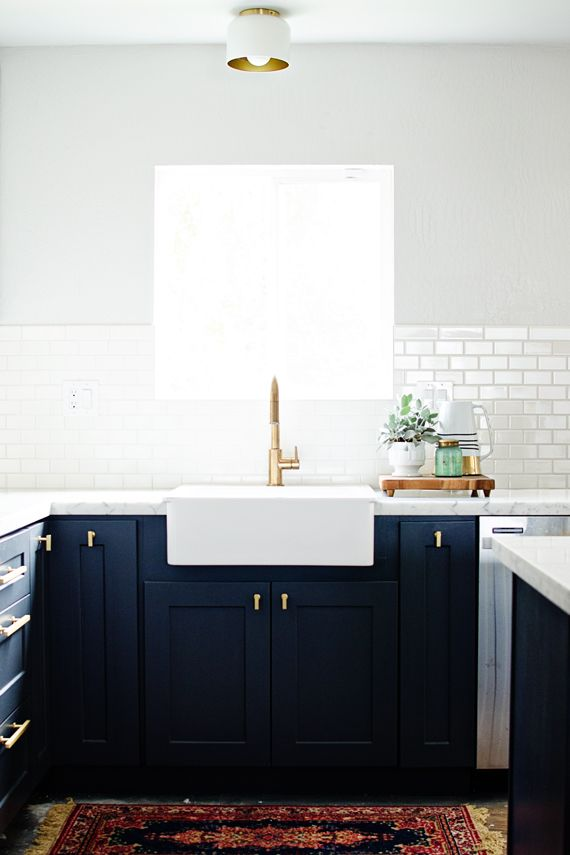 A Navy and white kitchen is sophisticated and demure. Image via Brittany Makes.