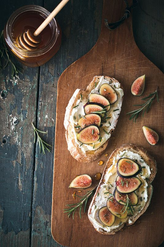 Will Cook for Friends  has these wonderful looking fig and goat cheese sandwiches. Summertime is fig season.