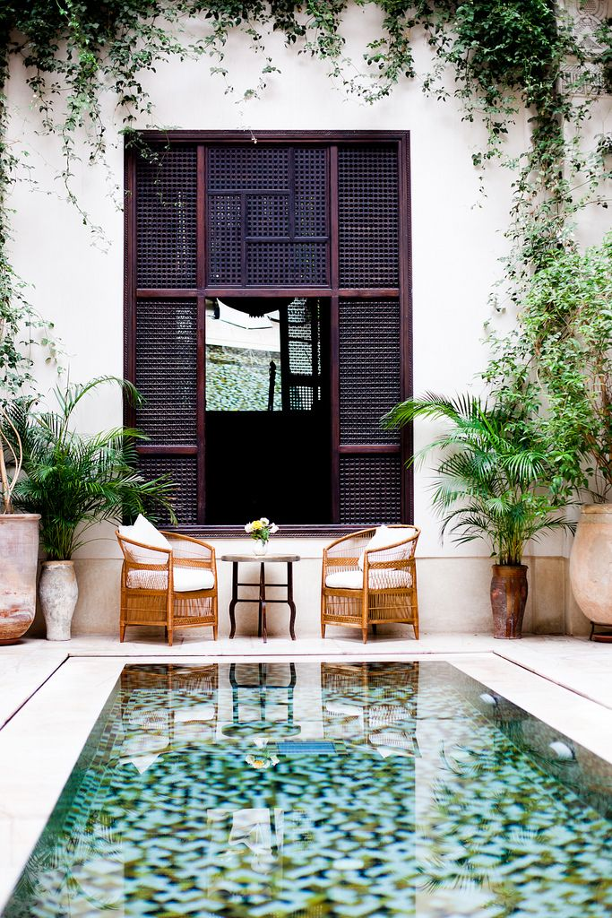 Be a gracious houseguest. Put all pool and patio furniture back to where it was when you arrived. Image via Flickr