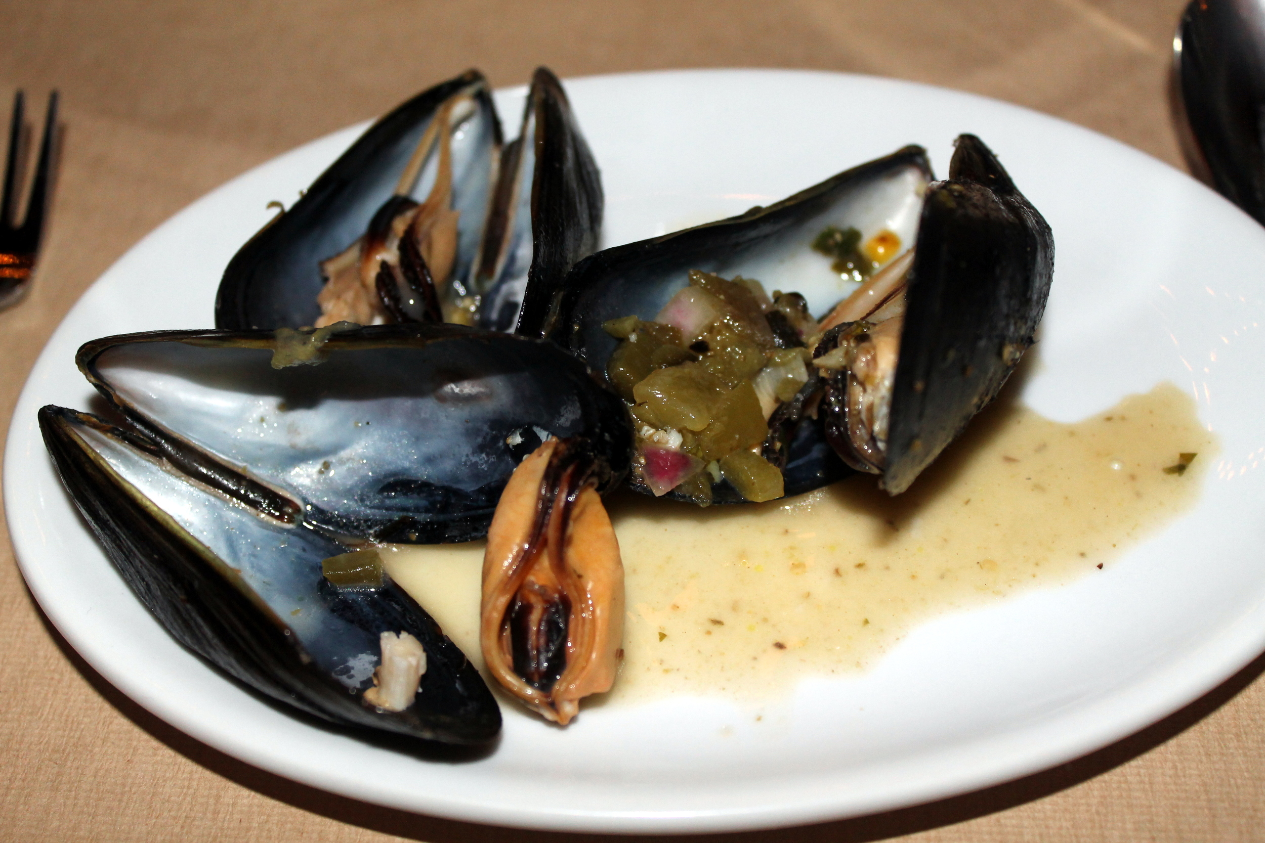 Saltaire Oyster Bar and Fish House :: The Fire Roasted Poblano Mussels with Tomato Salsa, Chorizo and Basil