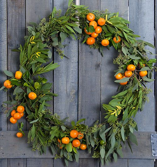 Decorating for the holidays naturally :: When a simple orange becomes anything but. The Entertaining House. Image property of  Design Sponge
