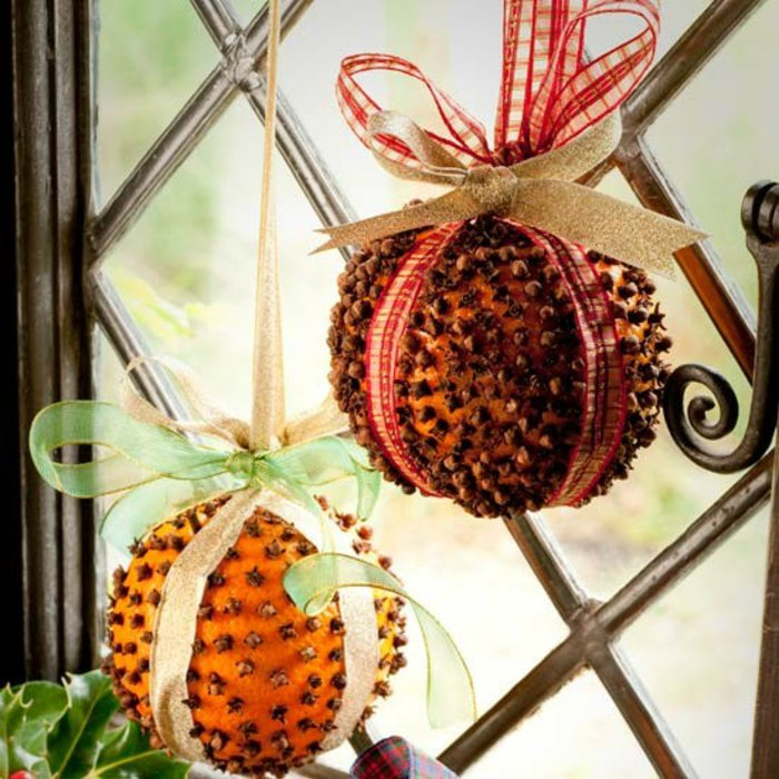 Decorating for the holidays naturally :: When a simple orange becomes anything but. The Entertaining House. Image property of  House to Home.