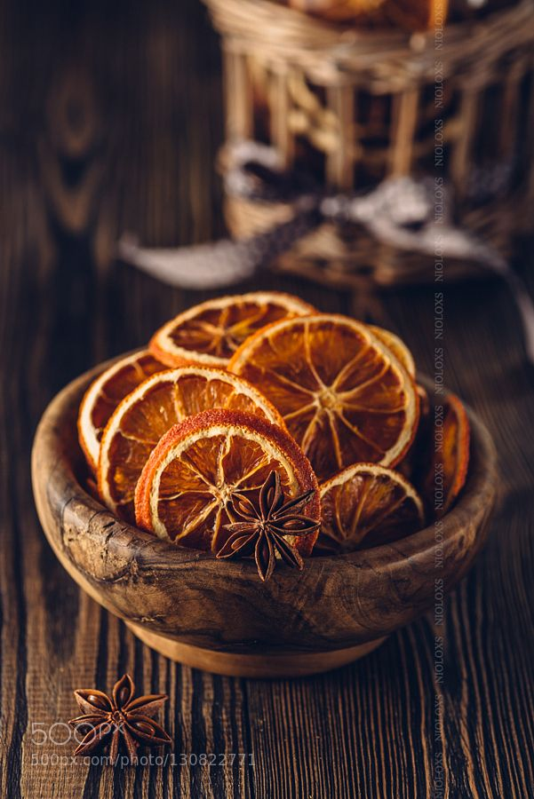 Decorating for the holidays naturally :: When a simple orange becomes anything but. The Entertaining House. Image property of  John Urbana.