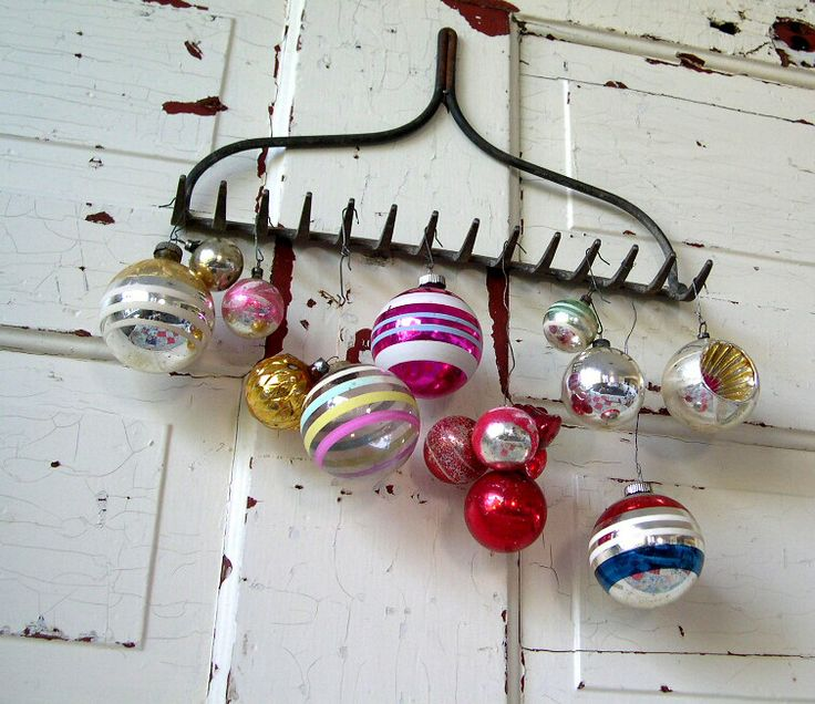 Decorating for the holidays :: Creative ways to use ornaments. The Entertaining House. Image via  So Into VIntage