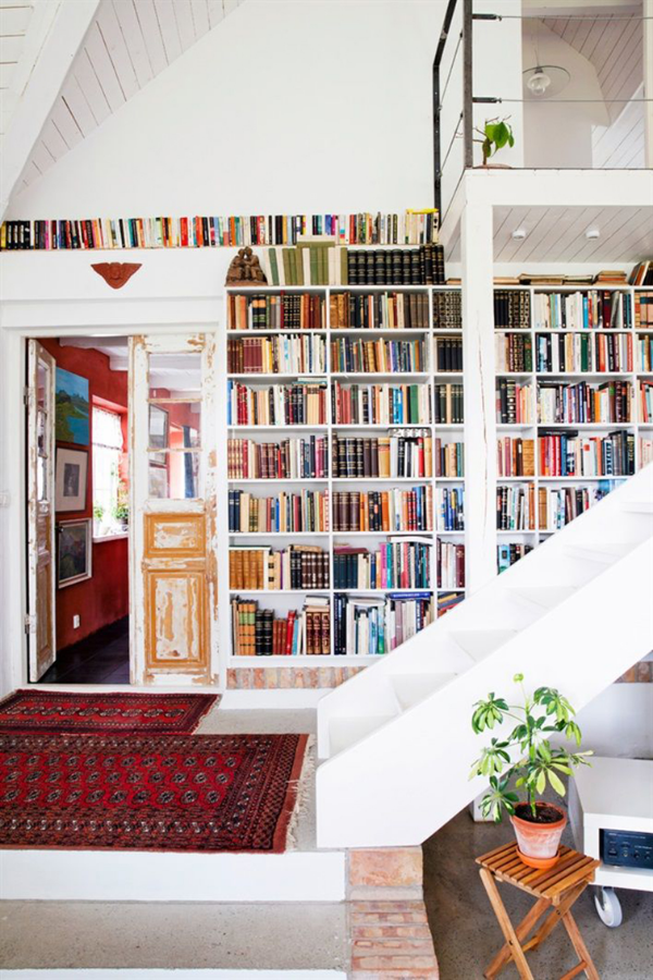 Stunning ways to incorporate your book collections into your home decor. Via Casa De Libro