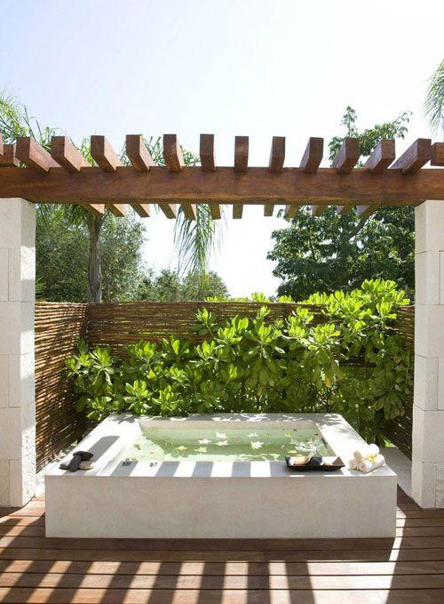 Soaking up nature :: 12 Stunning outdoor baths - Image via Bloglovin