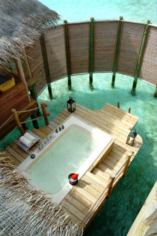 Soaking up nature :: 12 Stunning outdoor baths - Image via Home Design