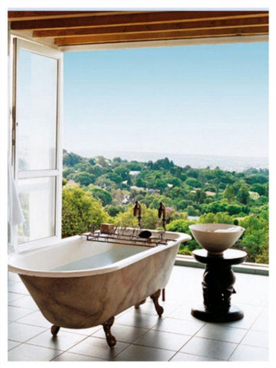Soaking up nature :: 12 Stunning outdoor baths