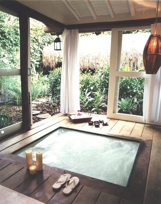 Soaking up nature :: 12 Stunning outdoor baths - Image via Home Desig