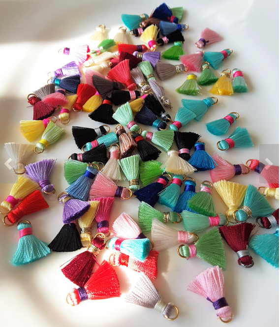 Tassels en Vogue: The Entertaining House Tassels via  Etsy