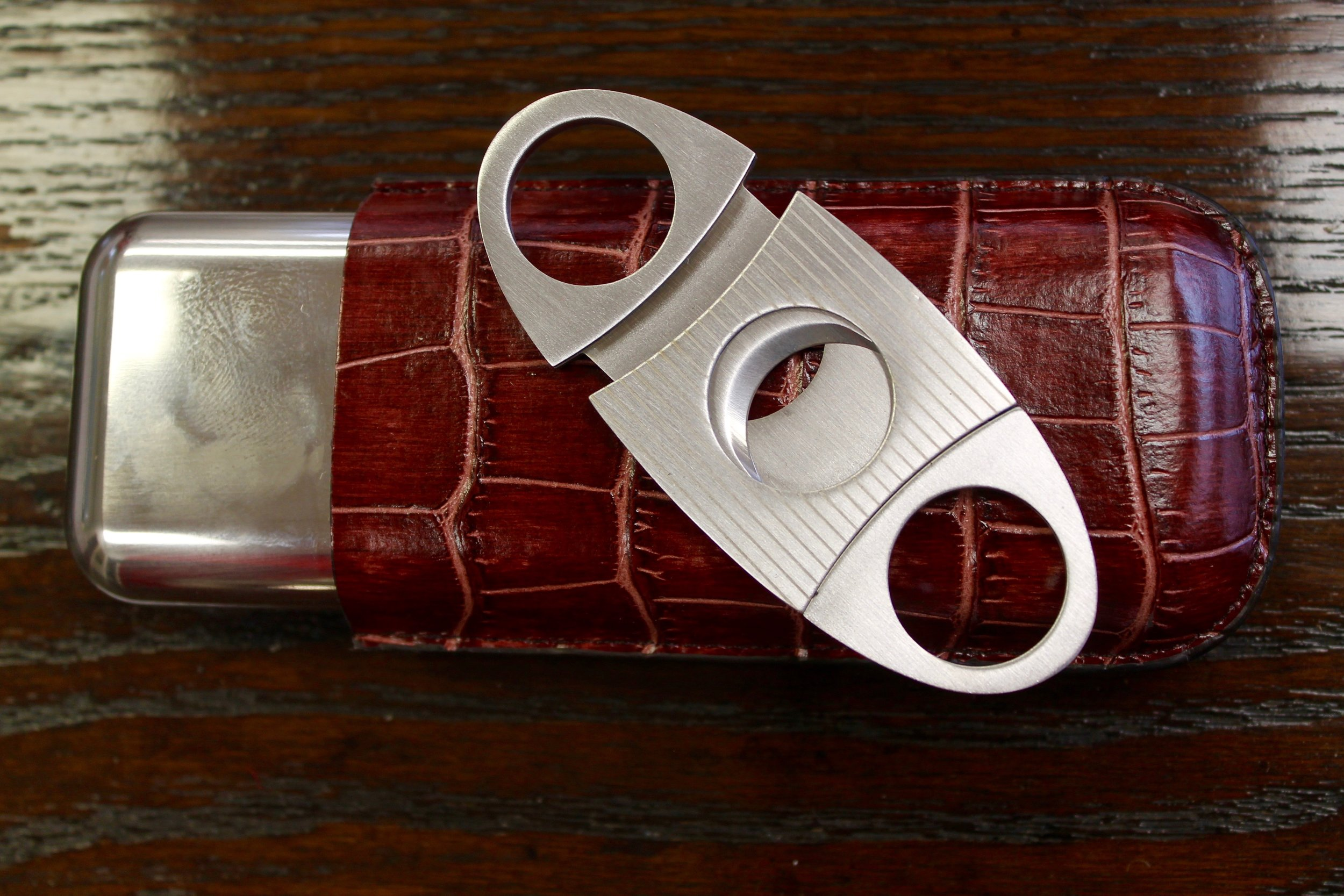 Lattice House's Pop-On-Pequot Arrives for the Holidays. Gifts for men. Cigar case and cigar cutter