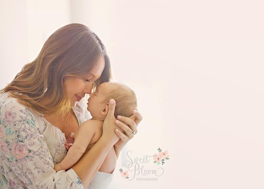Dayton Ohio Lifestyle Newborn Photography | Sweet Bloom Photography | www.sweetbloomphotography.com