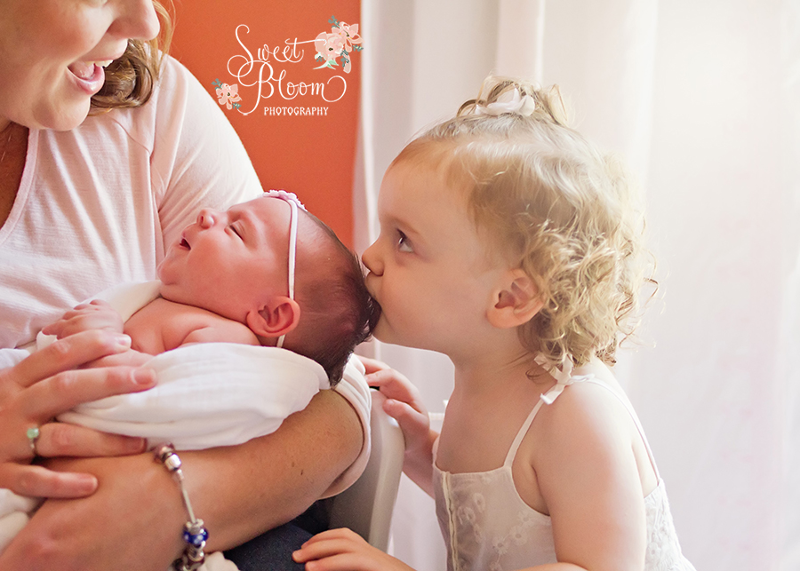 Dayton Ohio Lifestyle Newborn Photographer | Sweet Bloom Photography | www.sweetbloomphotography.com