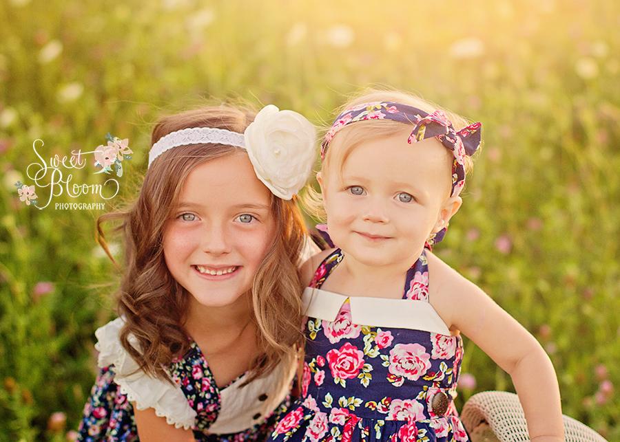 Cincinnati Ohio Child Photographer Sisters | Sweet Bloom Photography | www.sweetbloomphotography.com