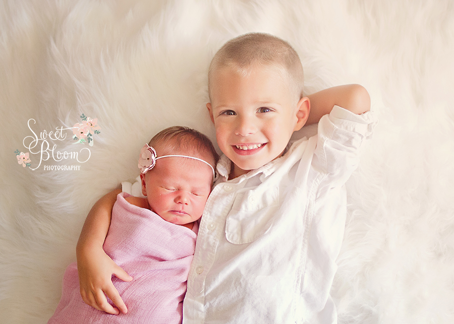 Dayton Ohio Newborn Photography Studio Siblings | Sweet Bloom Photography | www.sweetbloomphotography.com
