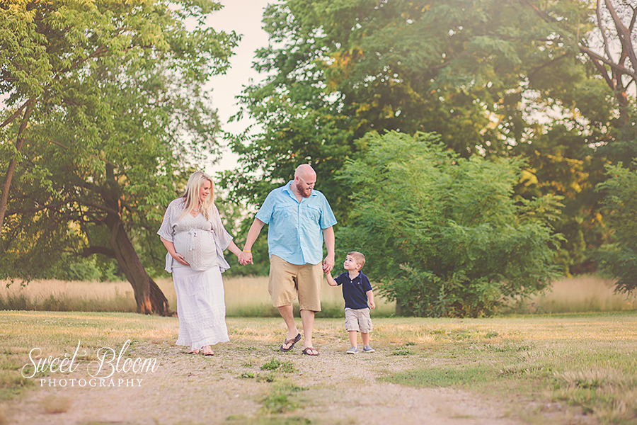 Maternity Photographer in Dayton Ohio | Sweet Bloom Photography | www.sweetbloomphotography.com