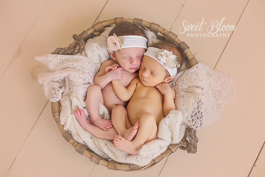 Dayton Ohio Twin Newborn Photography Session | Sweet Bloom Photography | www.sweetbloomphotography.com