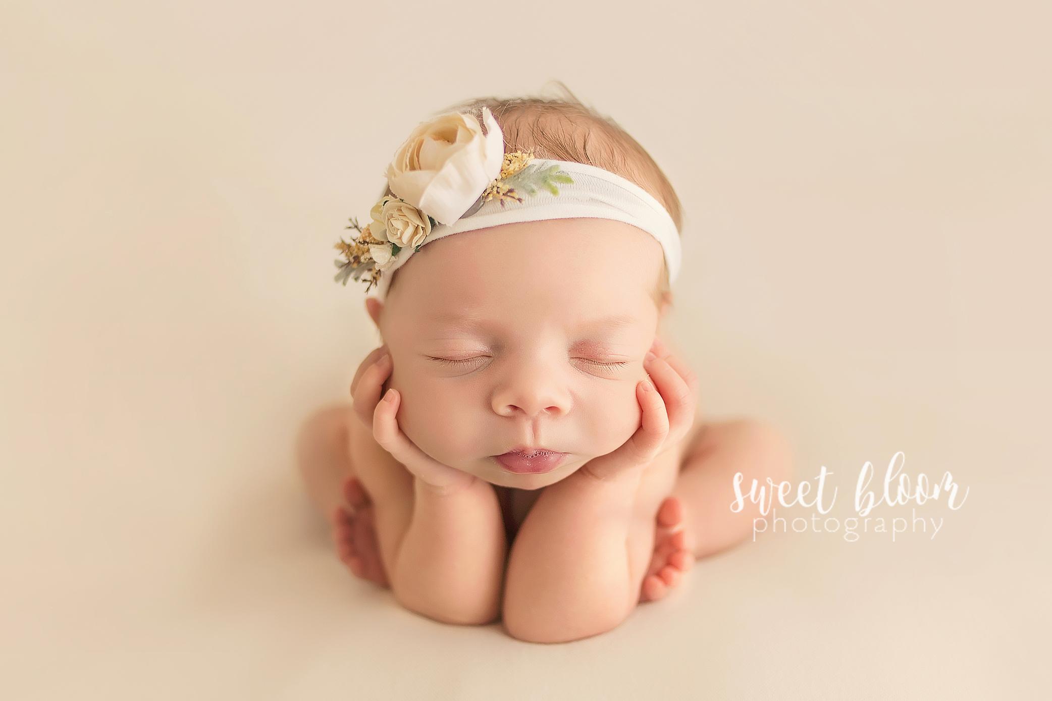 lexington ky newborn photographer froggy pose.jpg