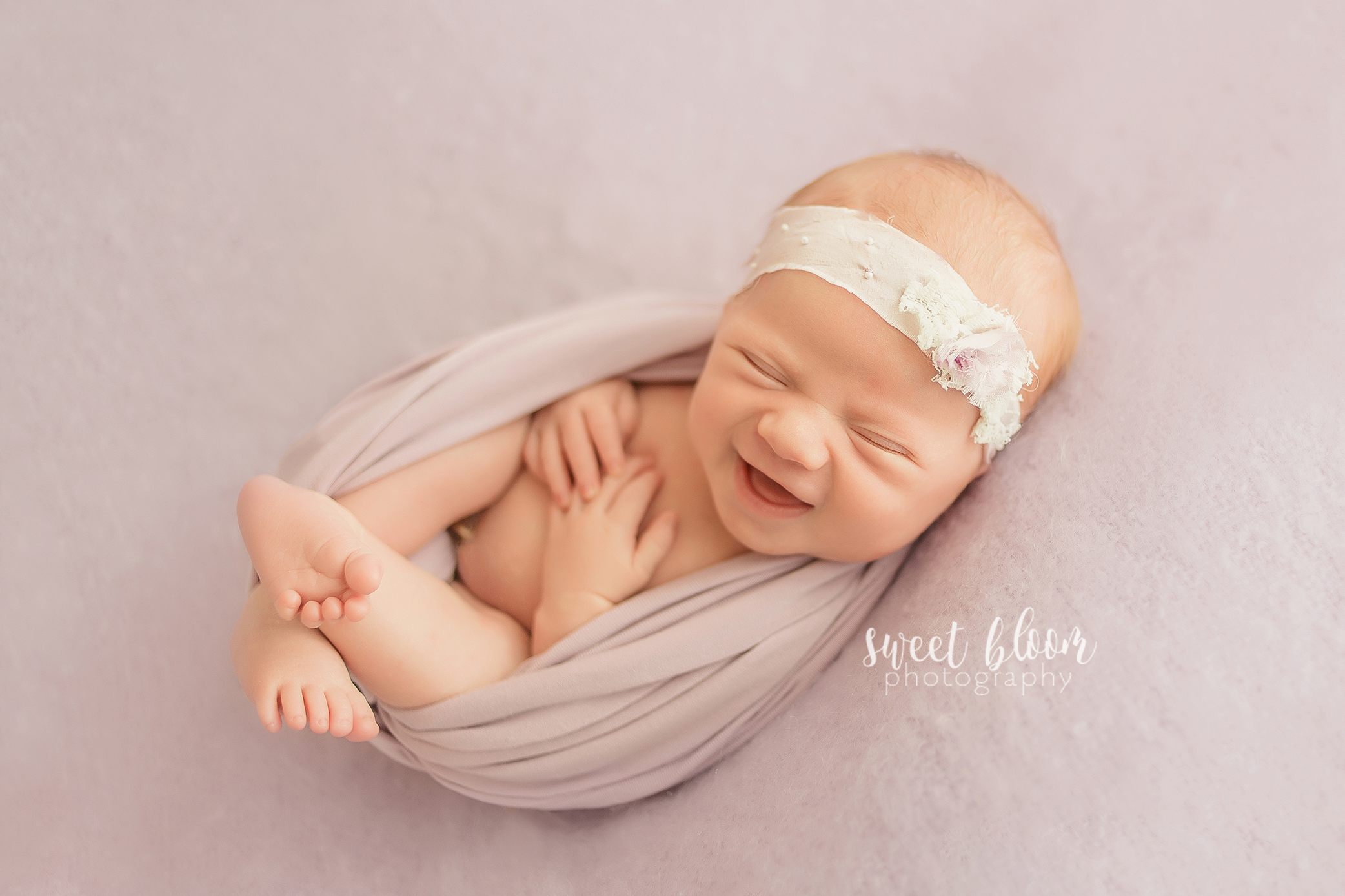 lexington ky newborn pictures in central ky smiling.jpg