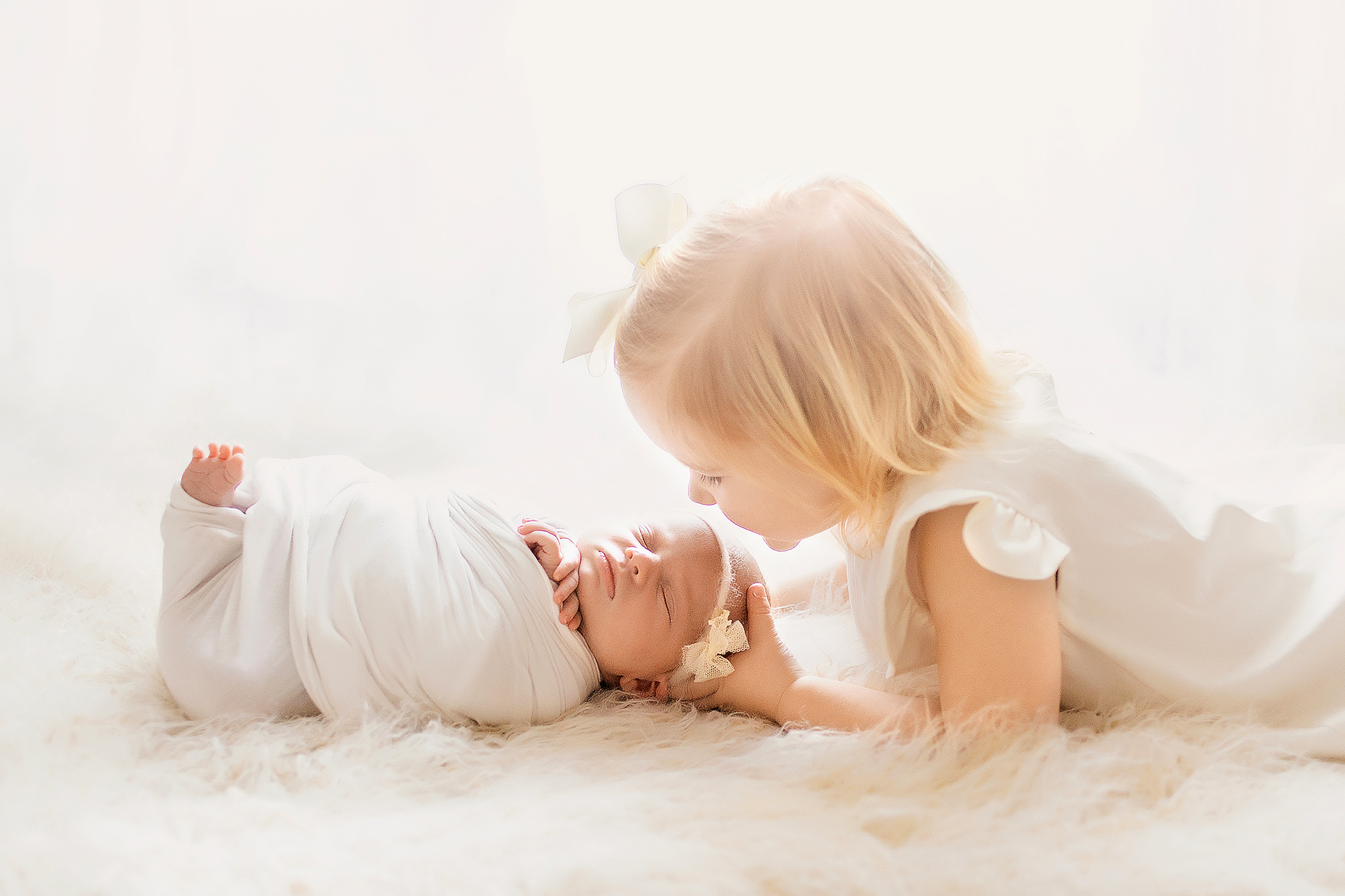 heirloom $600 - - Full posed newborn session, multiple setups- Parent + sibling poses included- 25+ fully edited digital images to download