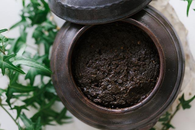 Earthenware jar of  doenjang  made by JookJangYeon