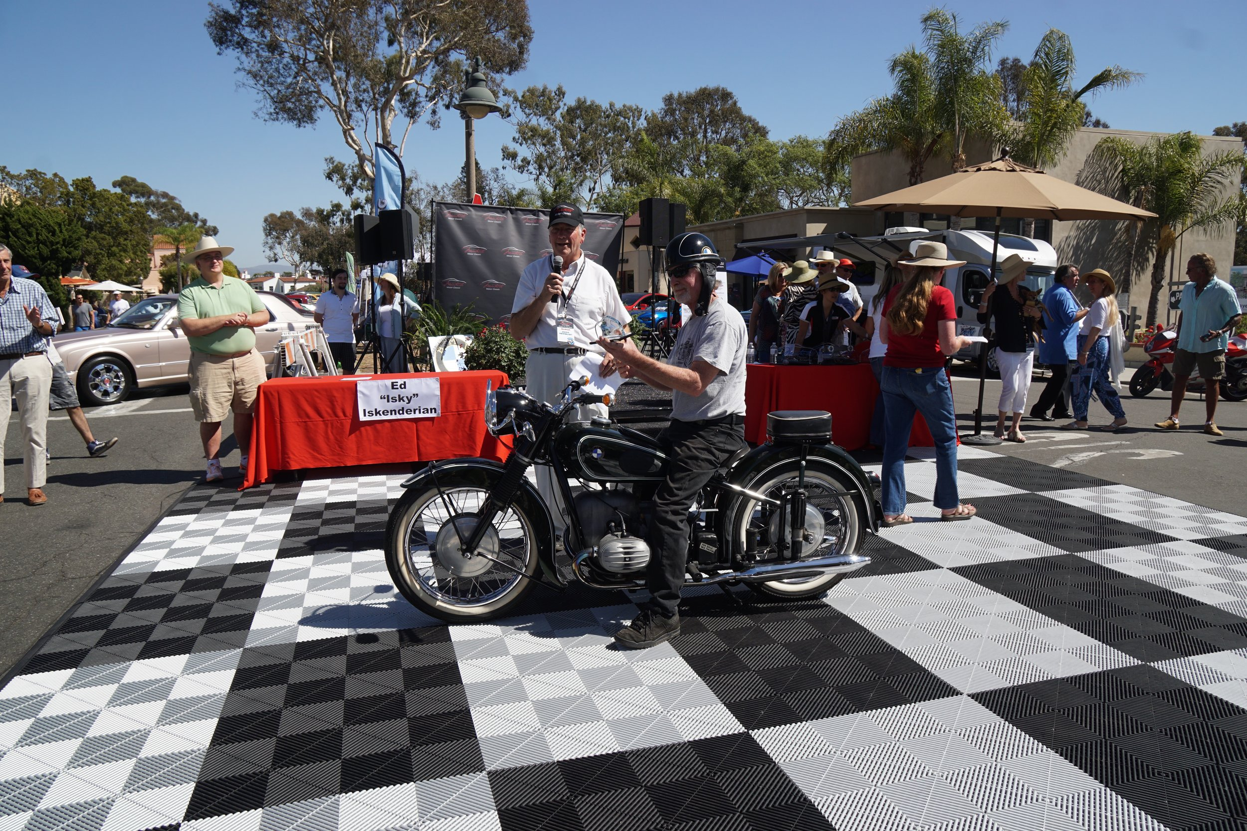 2nd Place     1955 BMW R67/3 – Paul Hughes