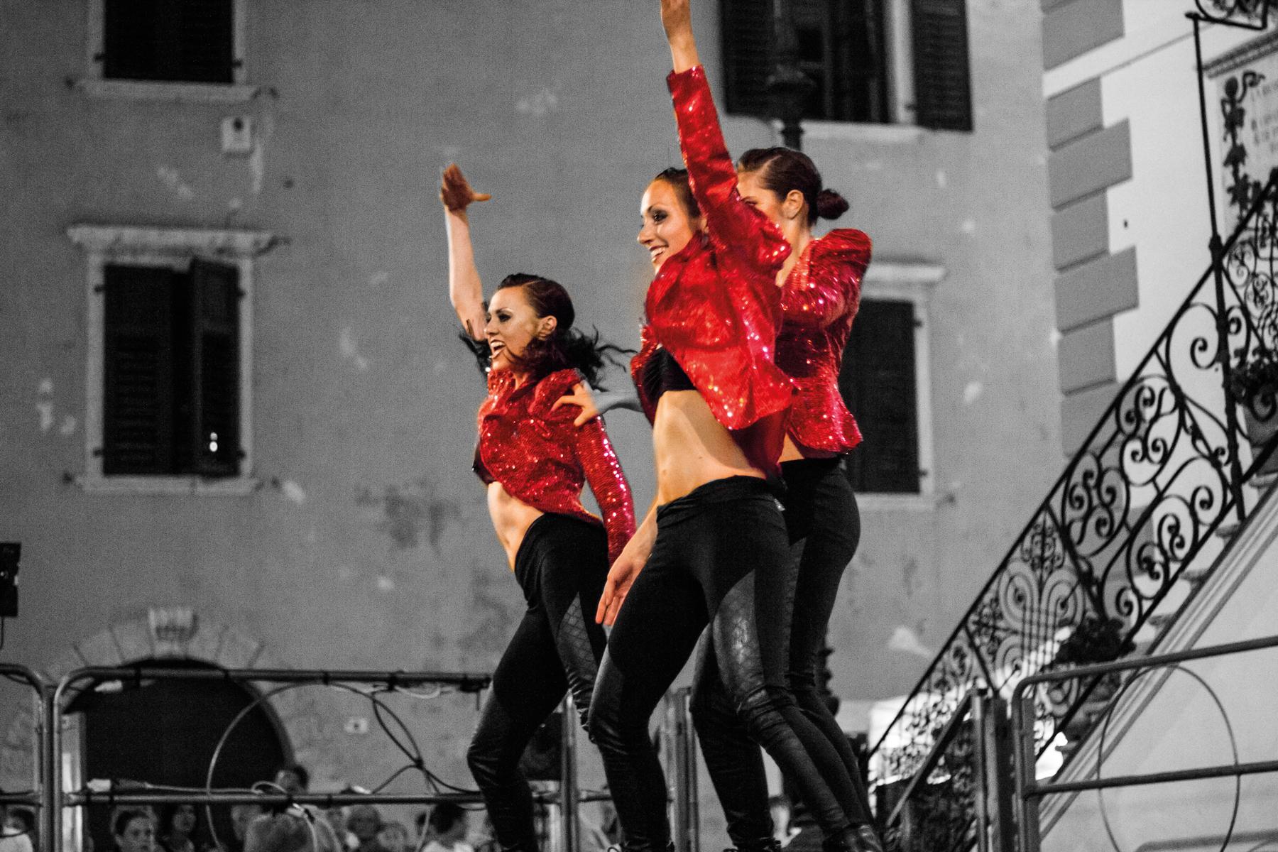 LA COMPAGNIA - DSMOVING DANCE COMPANY ENTErTAINMENT