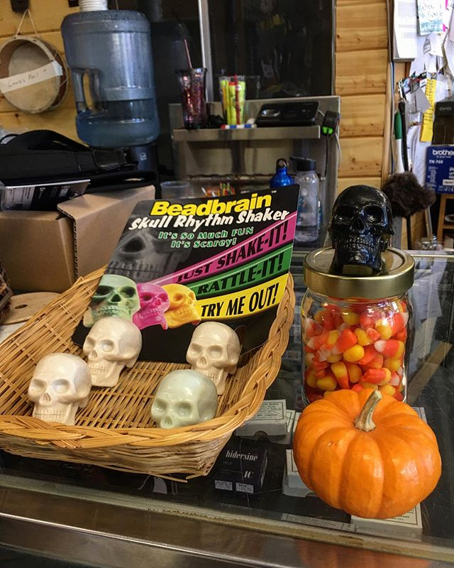 Happy Halloween from Rockin' Robbies! (Spooky skull shakers only $4.99!) 🎃