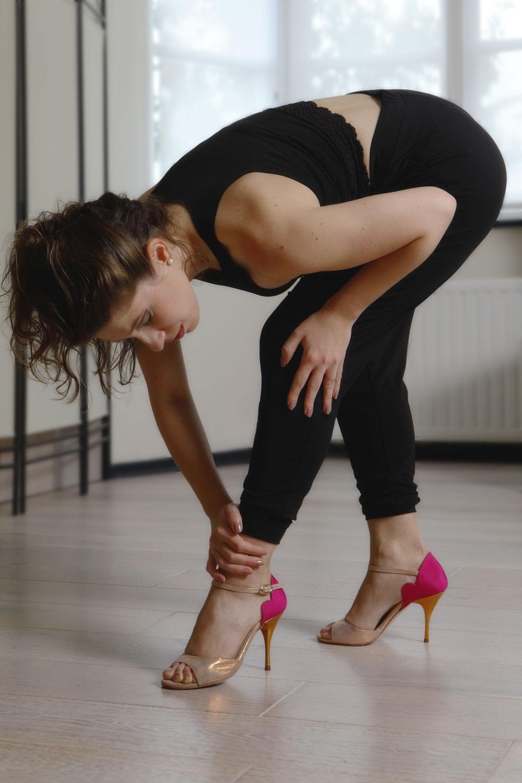 Stefania warming up with Yuyo Brujo shoes - click to shop