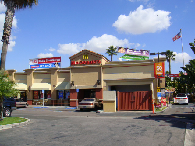 Las Palmas Shopping Center_Page_1_Image_0003.jpg