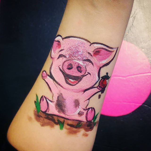 And this little piggy went to the @calgaryfarmersmarket  Soon there will be two Calgary Farmers' Markets, with a second location opening in 2020. Looks like this piggy is excited too! . . #littlepiggy #market #bignews #cute #paint #facepaint #mud #fun #excited #oink #piglet #yycart #yyc #art #yyckids #glitter #farm #hooves #celebrate #buylocal #piggy #pigsofinstagram