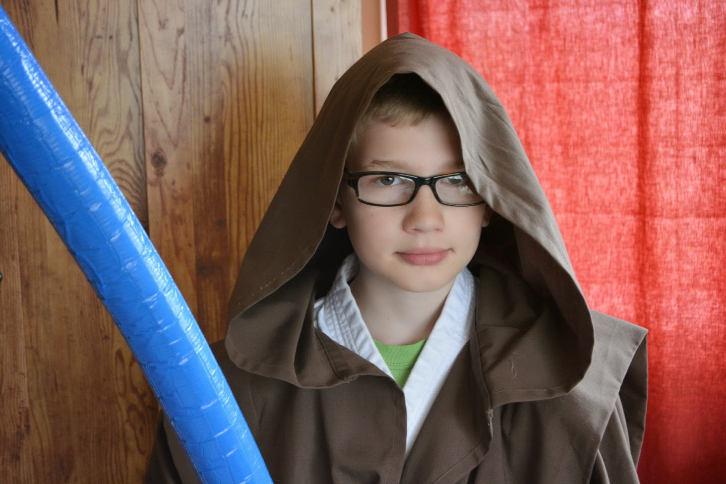 Jedi boy, blue light sabre