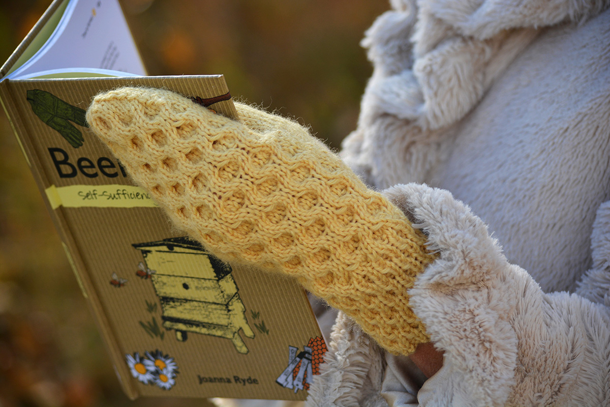 Men's or Ladies' Honeycomb cable mittens