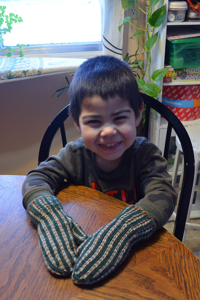 3-Colour  Revolution Mittens ! Fun project for my little man!