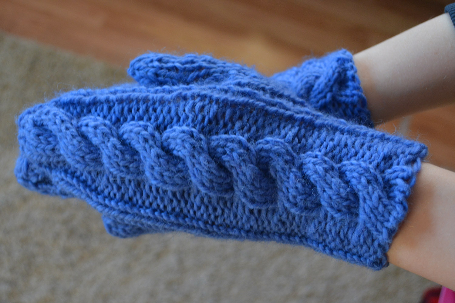 Ladies' cabled quick-knit mittens