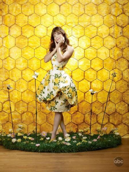 Anna Friel, the undead beekeeper and co-star of  Pushing Daisies .