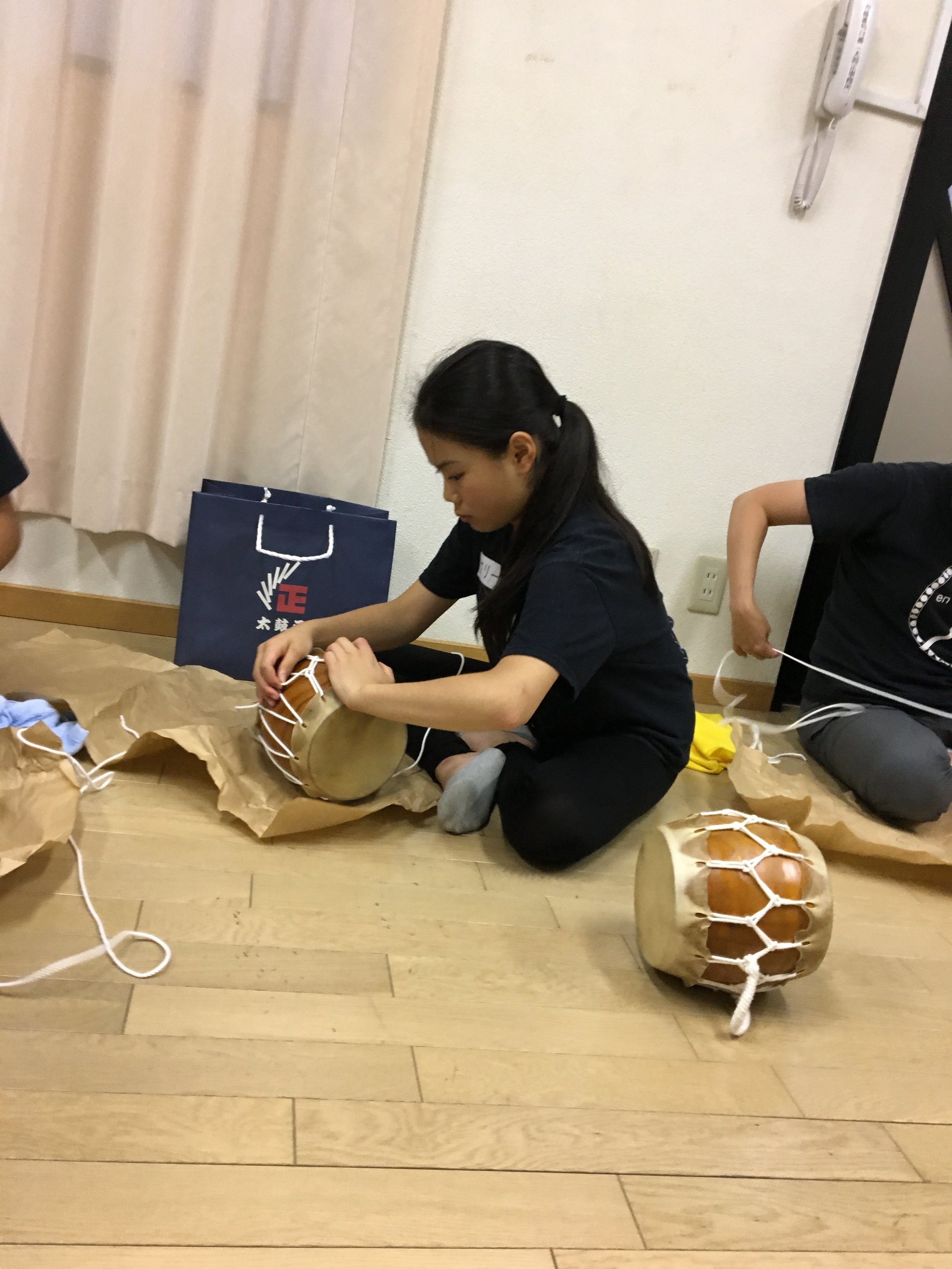 Making Mini-taiko at Taiko Masa store in Osaka