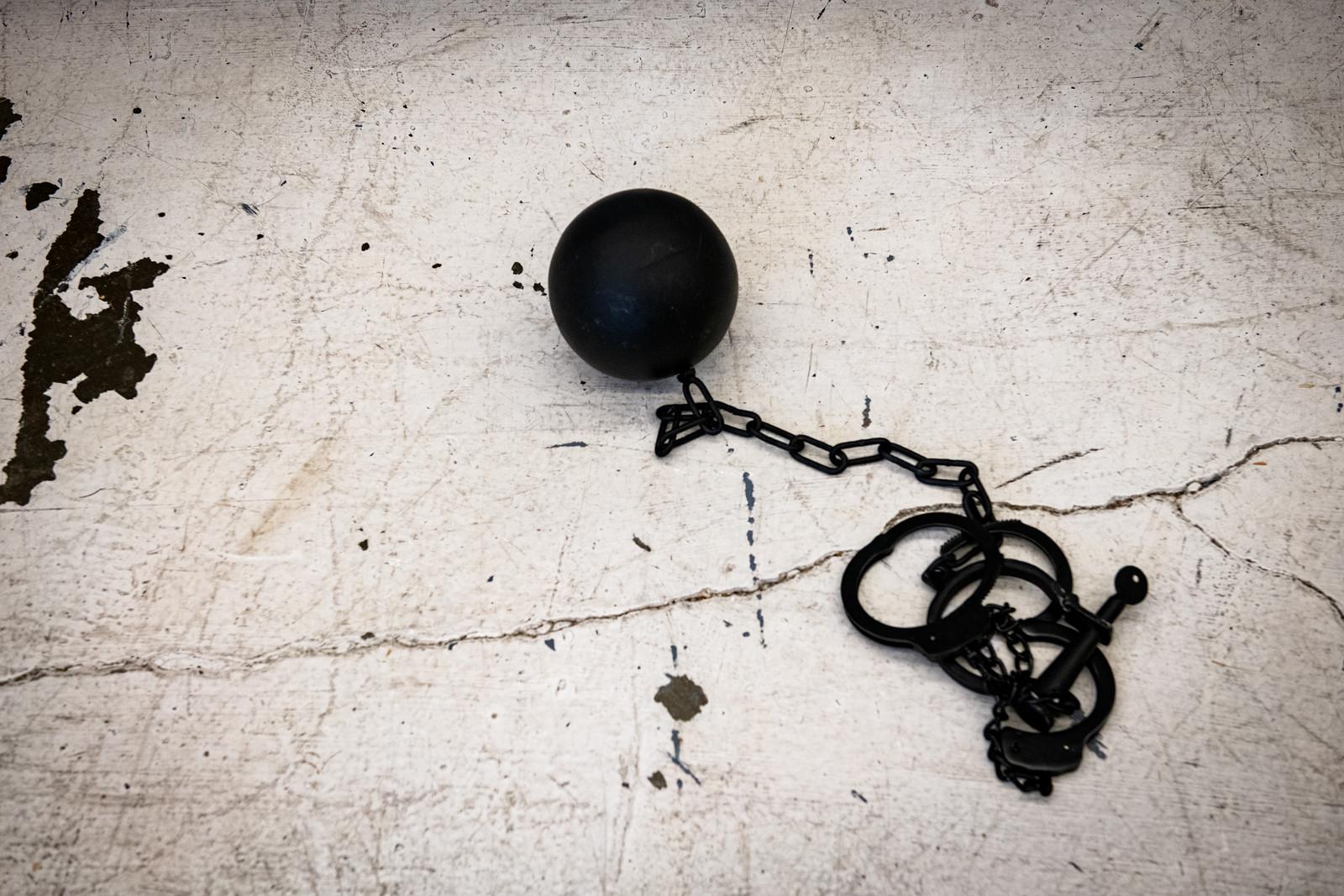 Handcuff.jpg