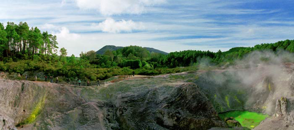 ANNE ZAHALKA     Inferno Crater, Wai-O-Tapu  2003-04 Light-jet print Type C edition of 6   115 x 260 cm