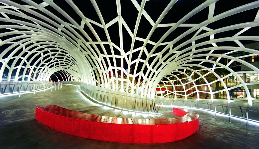 Webb Bridge , Melbourne, 2003, In collaboration with architects Denton Corker Marshall. Photo: John Gollings.