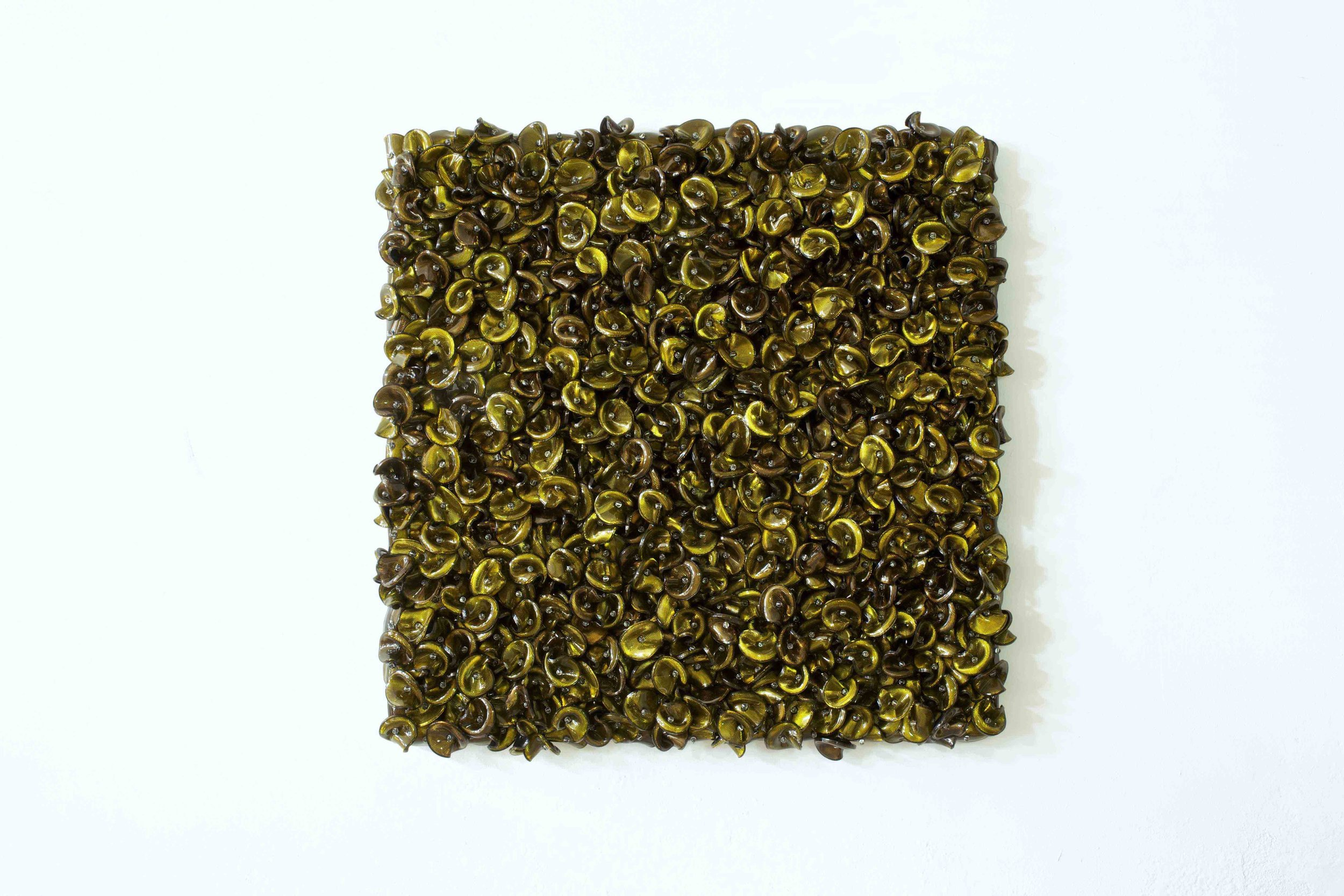 DANI MARTI   Vert sobre Vert  2017 115 x 115 x 11 cm  Customise corner cube reflectors, glass beads on powder coated aluminium, frame