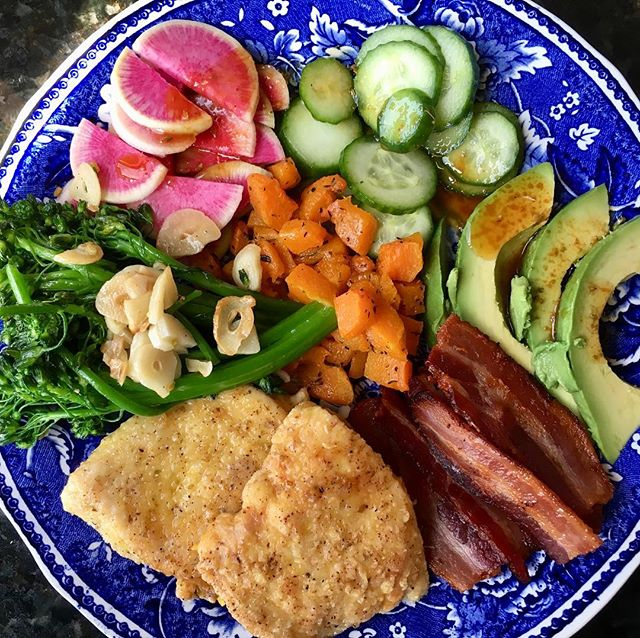 A rainbow for the holidays: avocado, cucumbers, watermelon radish, broccoli blanched & sautéed with garlic, roasted butternut, organic bacon, and pastured chicken breast rolled in seasoned arrowroot flour and fried in lard. YUM! #oliverwestonco #gorgeousgreens #eattherainbow #hudsonvalleypaleo #paleodiet #chefhannahspringer #christmaslunch