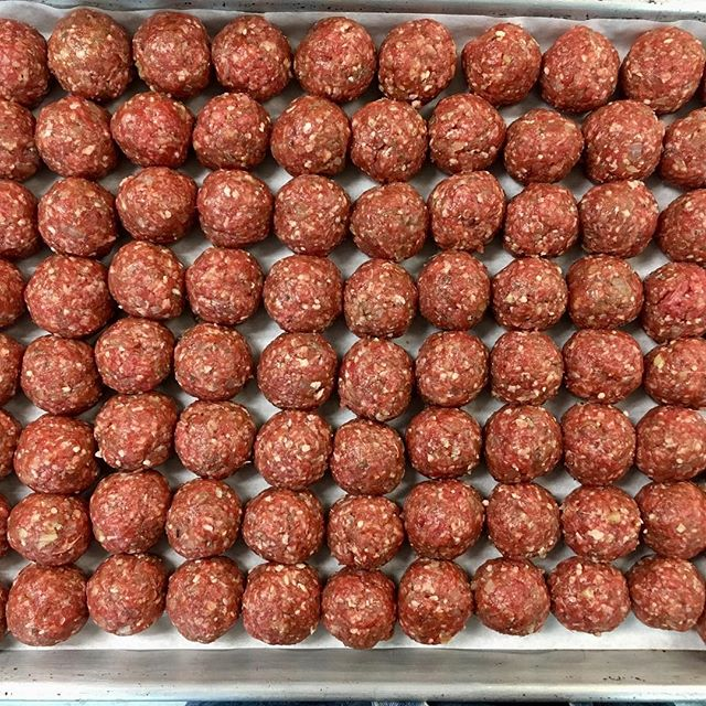 The best local grass fed ground beef (from @northwindfarms) made into meatballs for our Albondigas soup. Formed by hand without any tools or a scale by yours truly. (You decide: am I secretly a robot? 😉) #oliverwestonco #hudsonvalleyeats #paleomeatballs #chefhannahspringer #eatlocal #grassfedbeef #perfectionist