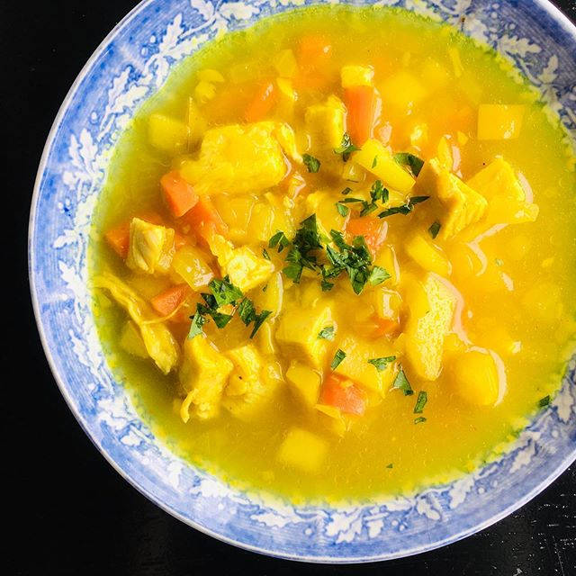 Paleo Mulligatawny soup, on our menu now! Pasture-raised chicken, onions, garlic, carrots, lots of curry, and the surprise ingredient: green apples. #chefhannahspringer #oliverwestonco #mulligatawny #paleosoup