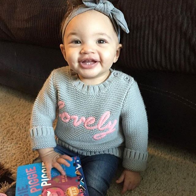 She is lovely. Thanks @dylan_javoni  for the sharing the sweet pic.  #raiseareader #hiphop #hiphopbooks #hiphopbaby #baby #books #biggiesmalls #