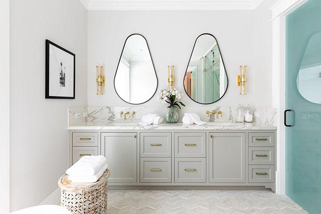 Bathroom design on point at 5428 Oak Park, recently sold by @adi_livyatan #bathroomdesign #bathroomgoals #masterbath #bathroom #interiors #interior4inspo #interiordesign #realestate #losangeles #interiordecorating #bathroomdecor #mirrors #lighting