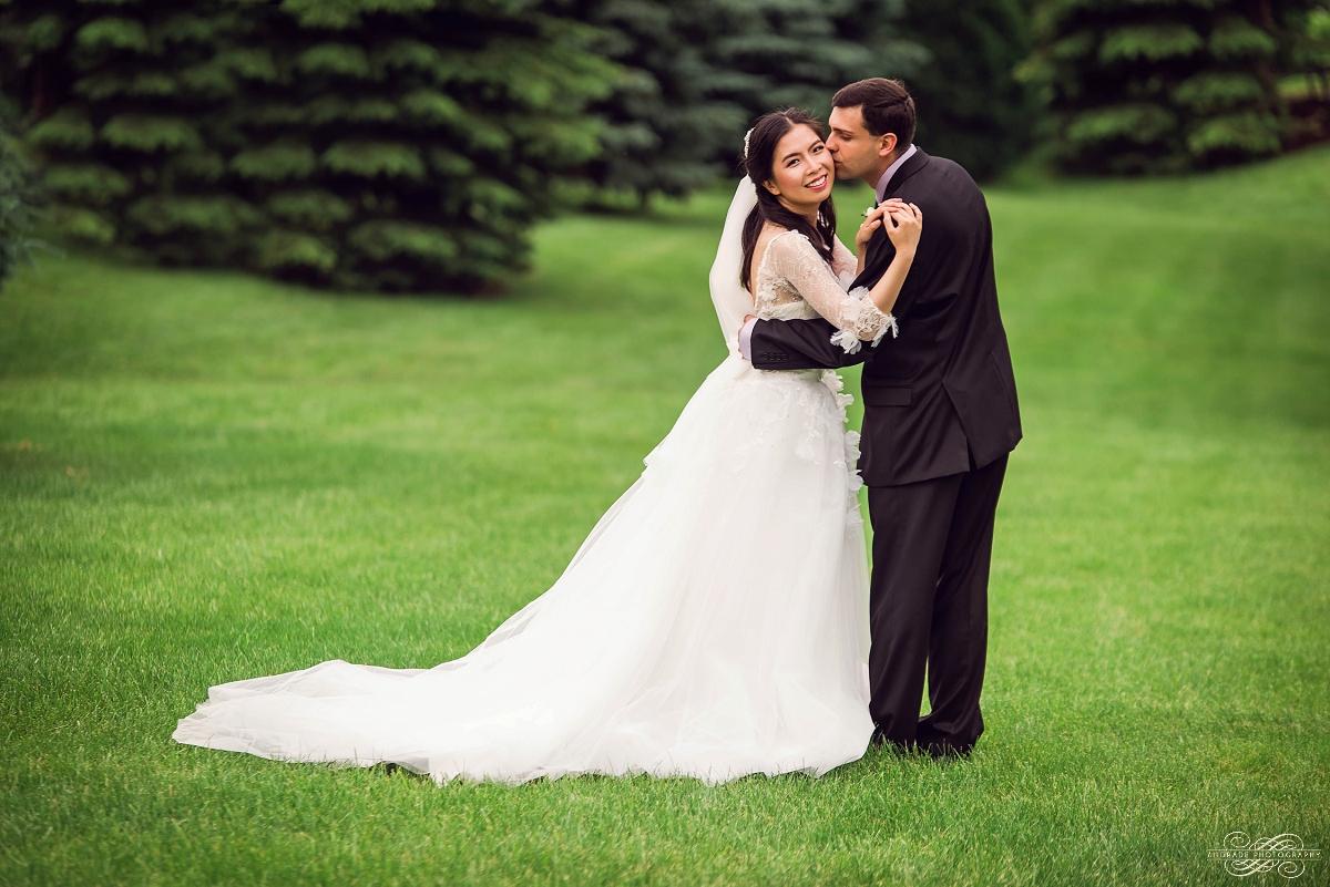 Lindsey + Eric Alpine Banquets Darien Illinois Wedding Photography_0068.jpg